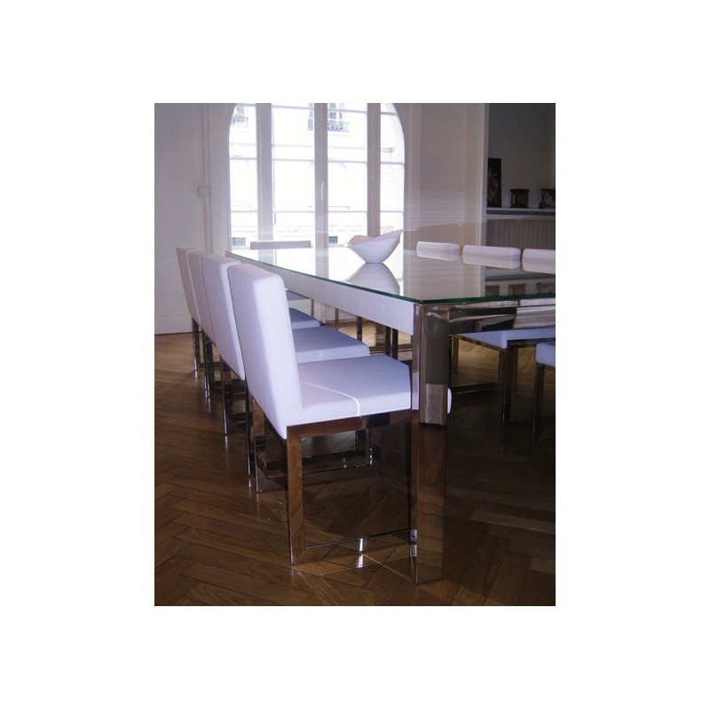 Longue table de repas